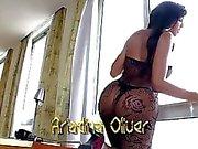 TS stunner Ariadina Oliver enjoys anal