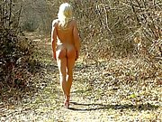 Loli is naked in the forest