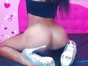 Solo Ts wanks off on cam