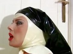 This tranny in latex is so horny